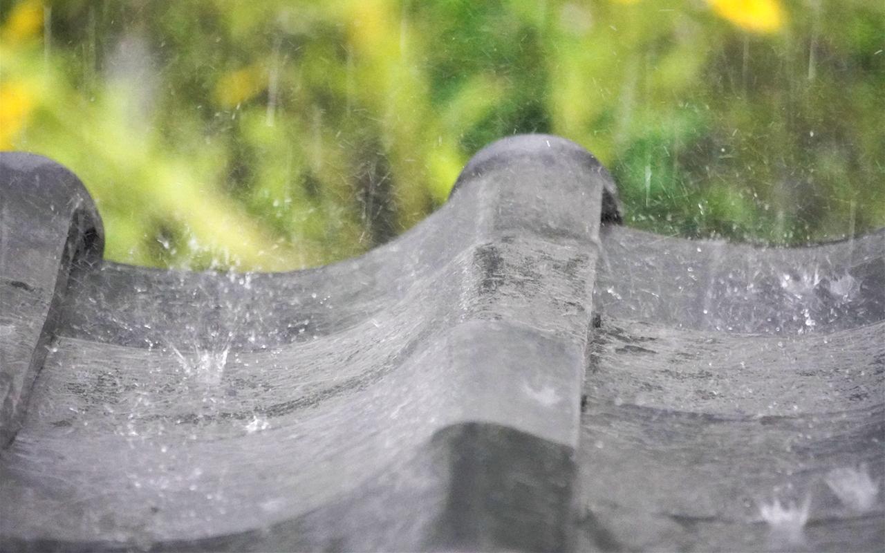 瓦劣化による雨漏り
