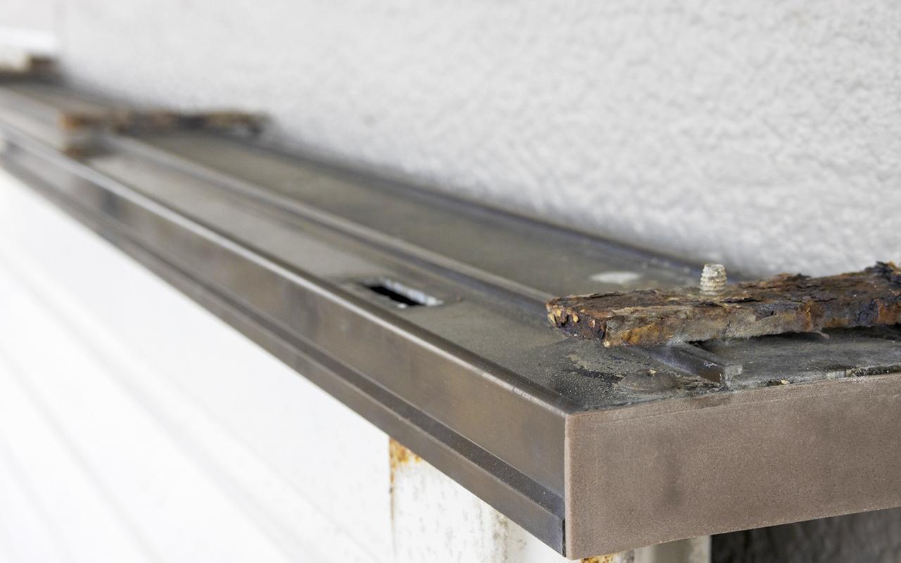 壁の建具廻りの劣化による漏水
