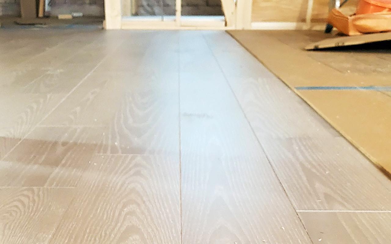 床の歪みの下地補修