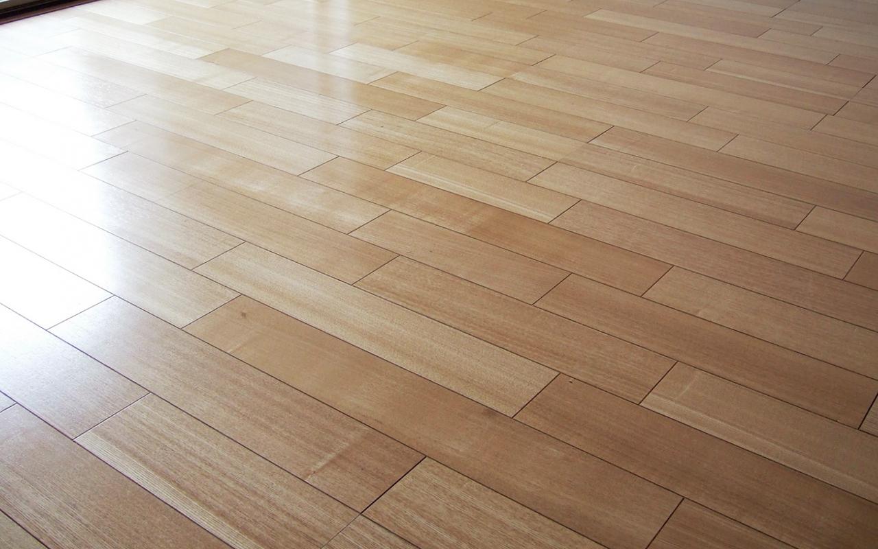 既存のリビング床を新規張替え